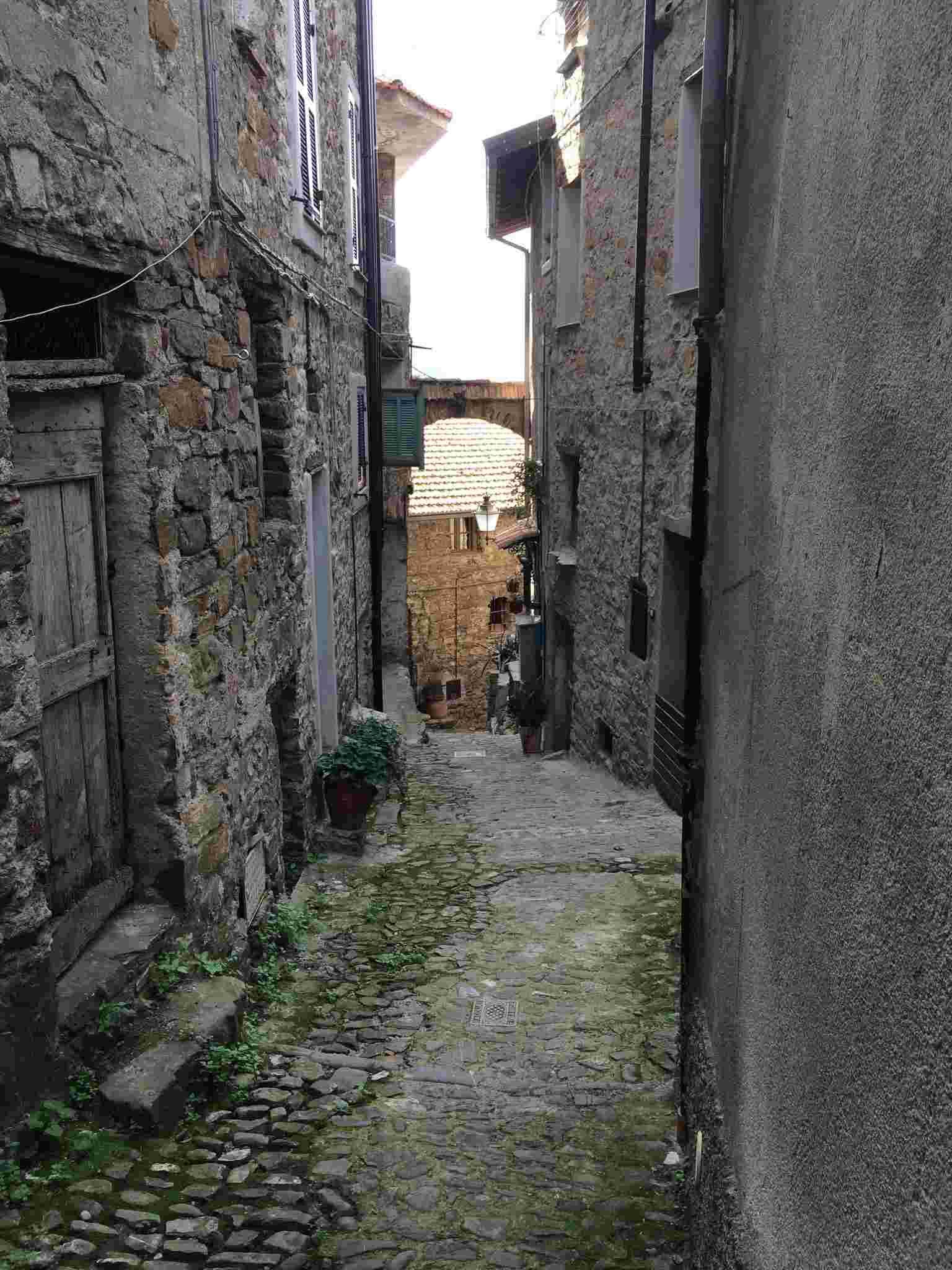 Apricale, le plus beau village d'Italie Aprica39