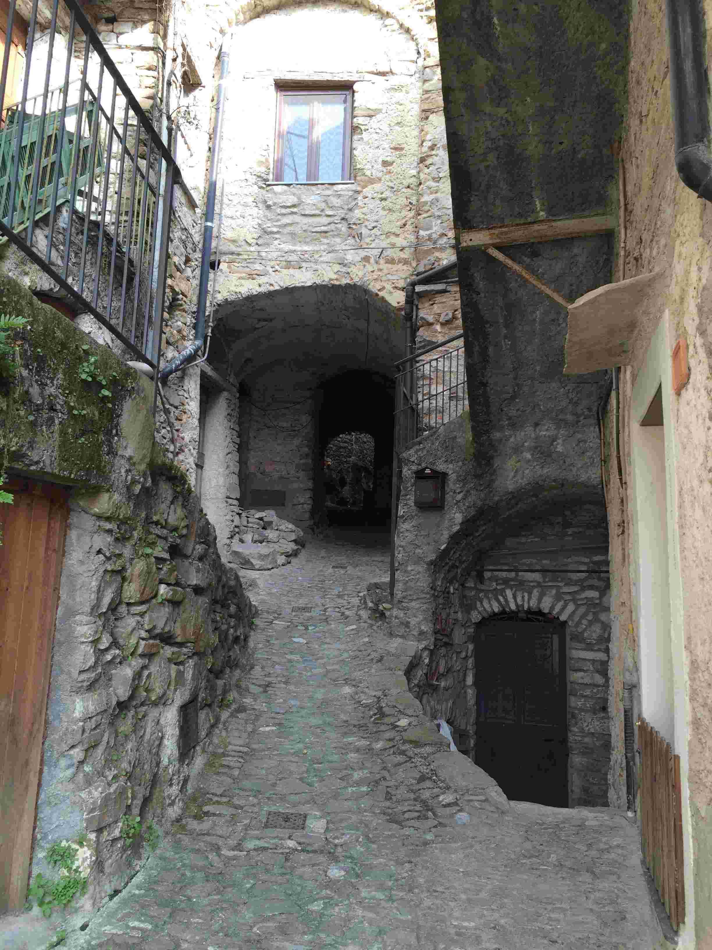 Apricale, le plus beau village d'Italie Aprica40