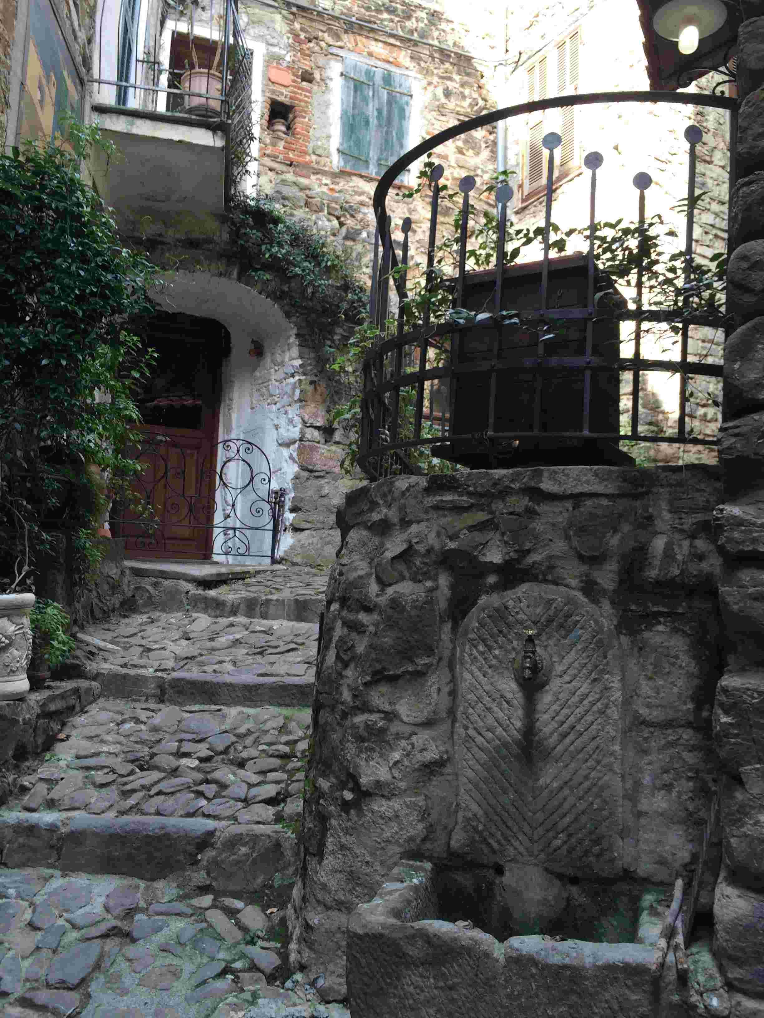 Apricale, le plus beau village d'Italie Aprica41