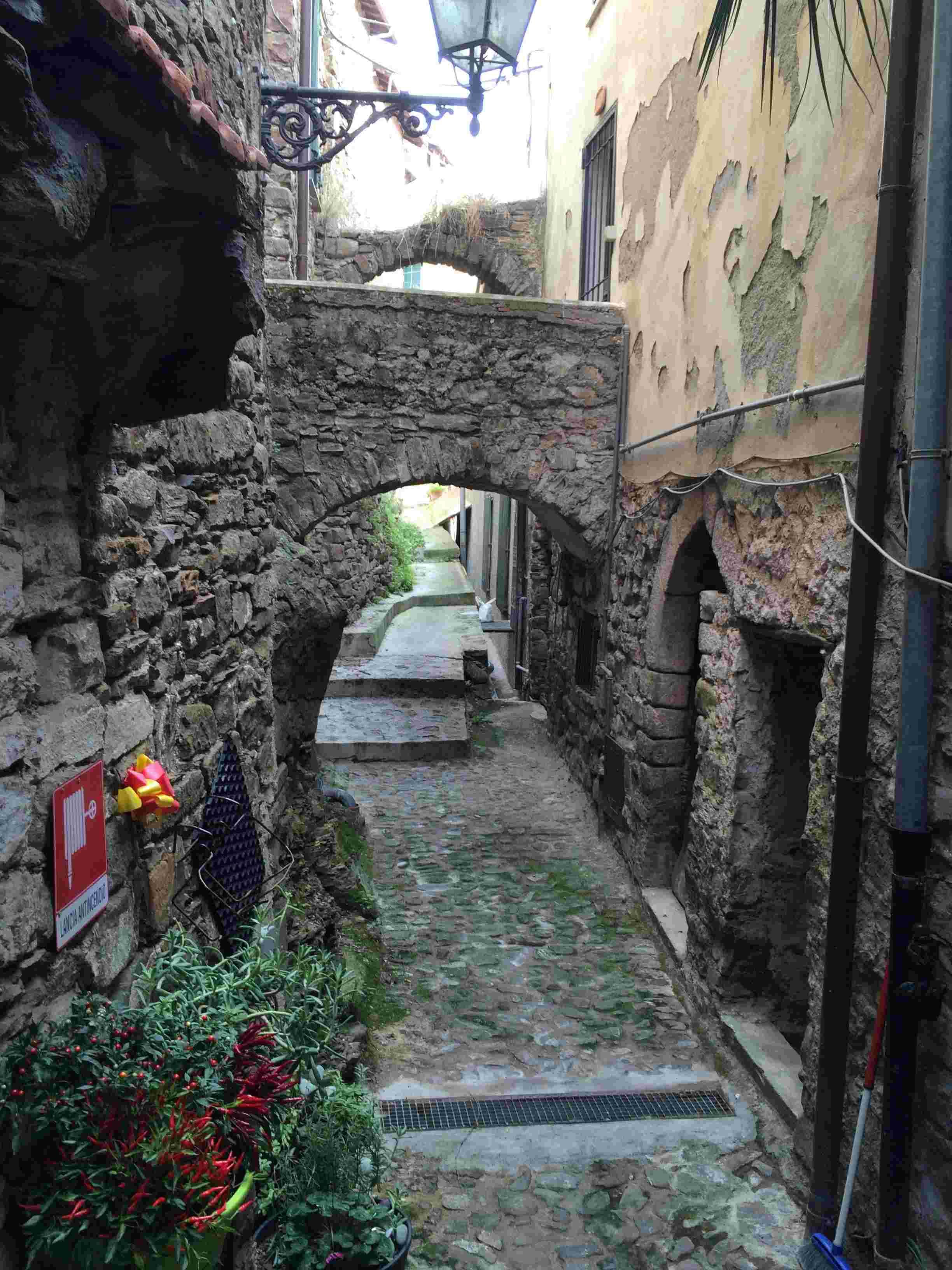 Apricale, le plus beau village d'Italie Aprica42