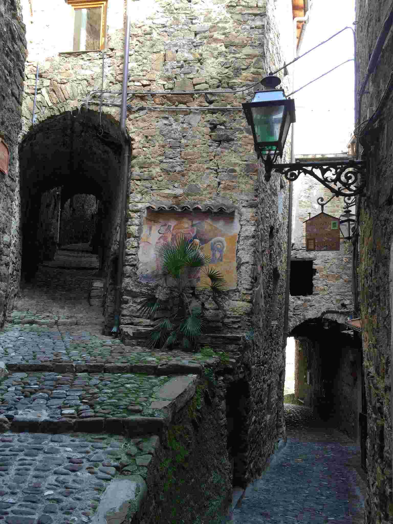 Apricale, le plus beau village d'Italie Aprica43