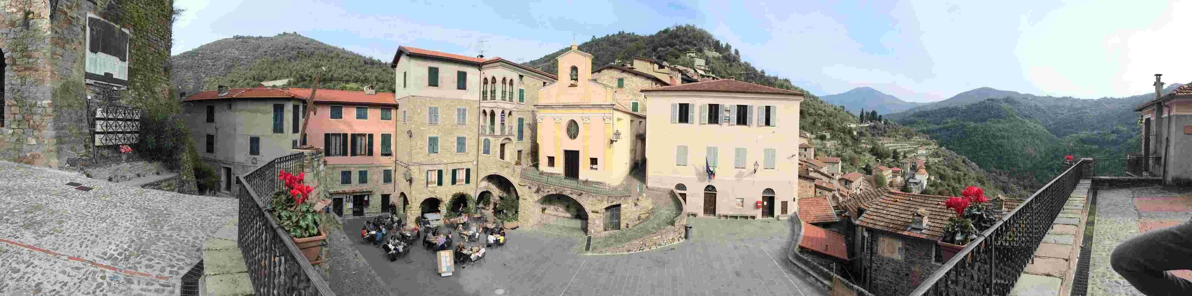Apricale, le plus beau village d'Italie Aprica46