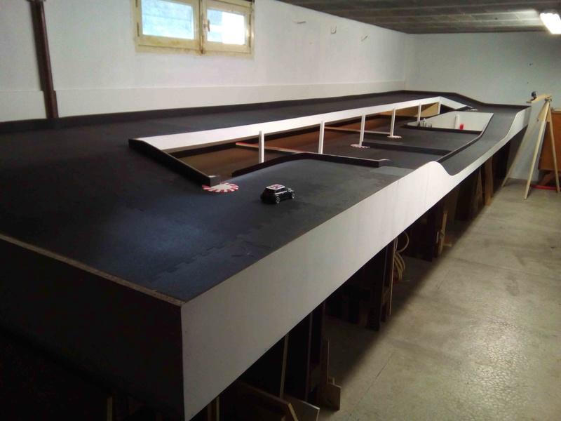 piste dans mon garage Img_2011