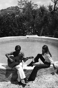 1970 - Françoise Hardy et Jacques Dutronc à Port Grimaud 6c136e10