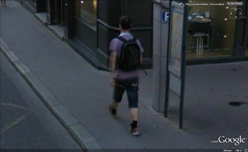 STREET VIEW : les gens en chaussettes noires ! - Page 11 Chauss11