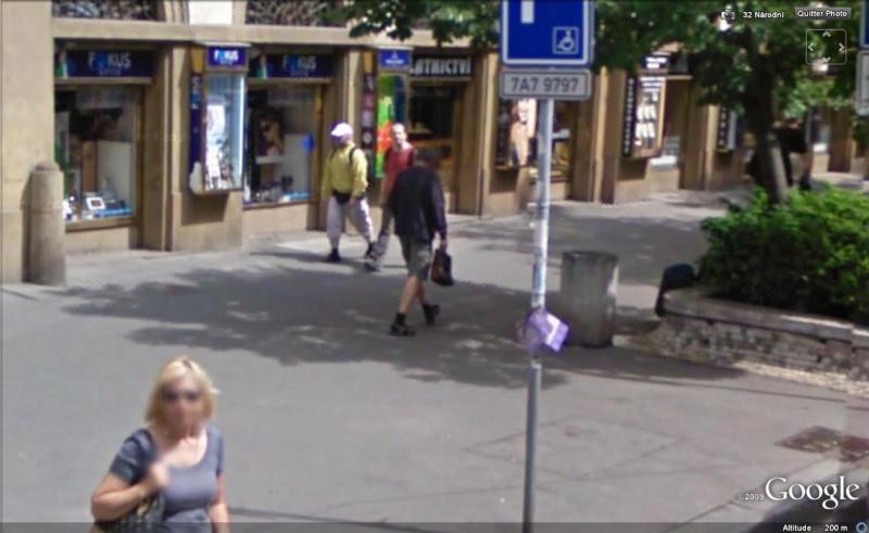 STREET VIEW : les gens en chaussettes noires ! - Page 11 Chauss13