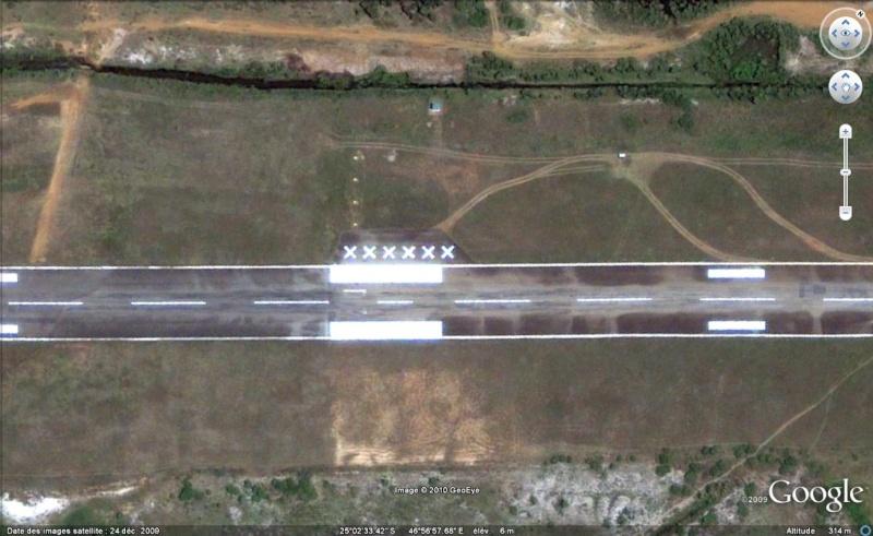 Les inscriptions et écritures sur aérodromes et aéroports - Page 2 Xxxxxx10