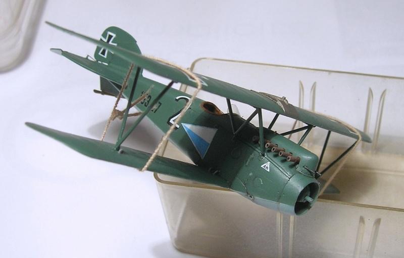 Montage: Albatros D-III Oeffag début de série 153 / Roden 1/72 Montag11