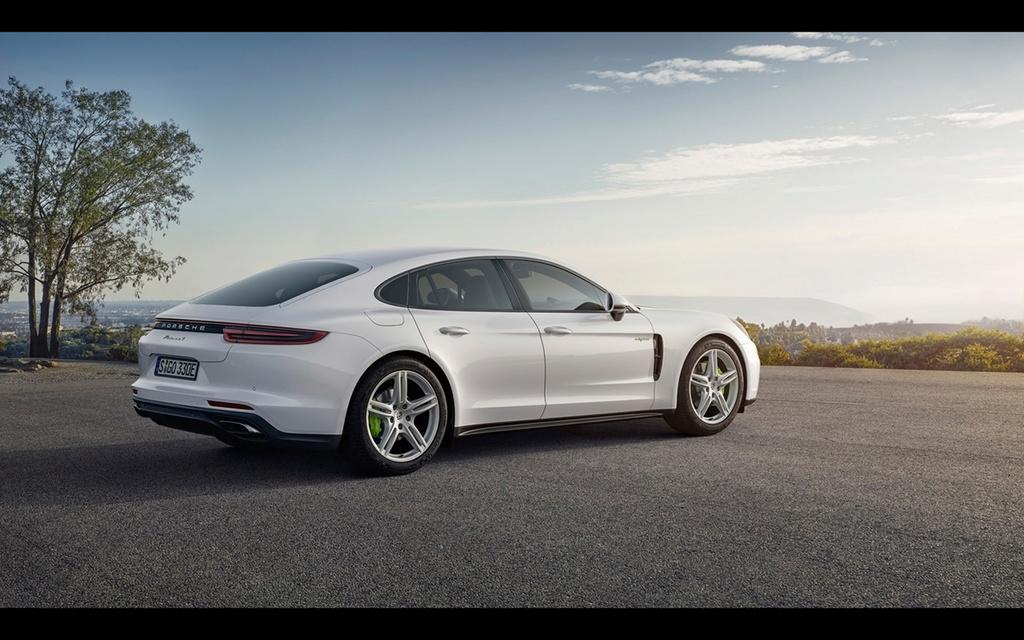 2017 Porsche Panamera 4 E-Hybrid 2017-p30