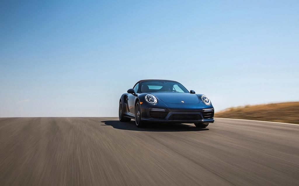 2017 Porsche 911 Turbo and 911 Turbo S 2017-p44