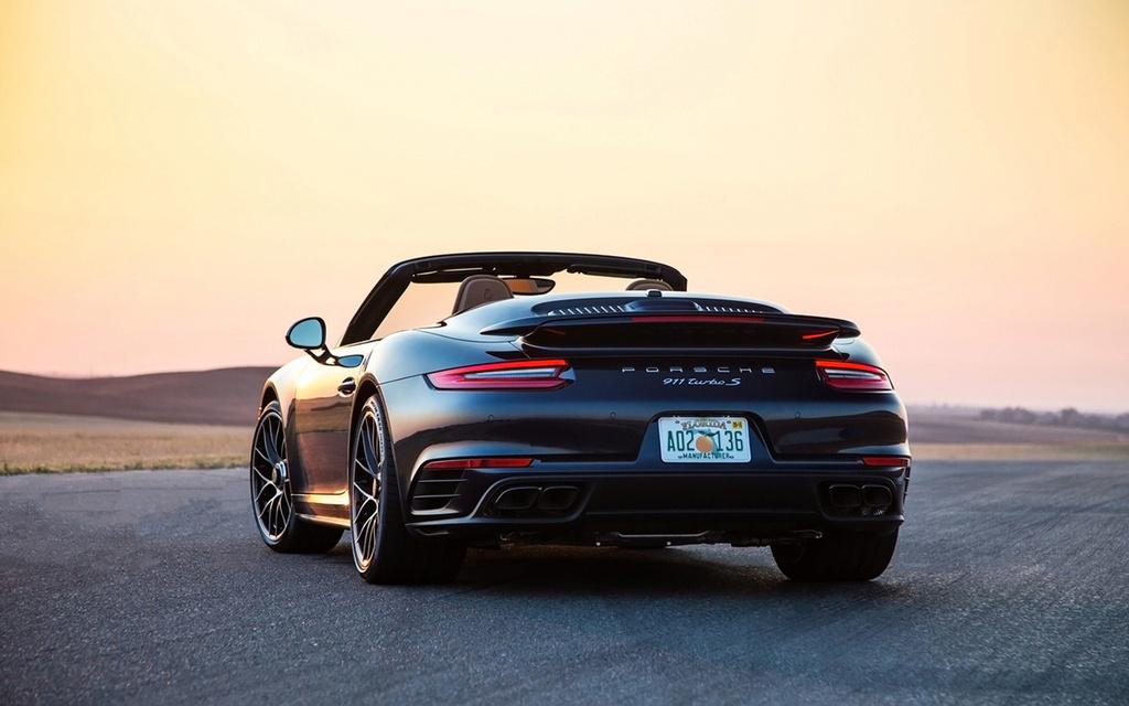 2017 Porsche 911 Turbo and 911 Turbo S 2017-p47