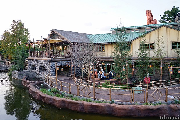 [Tokyo Disneyland] Nouveaux Meet & Greet et restaurant à Westernland (22 novembre 2016) 6128ab10
