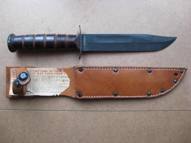 Poignards et couteaux US WWII - Page 16 Usmc_011