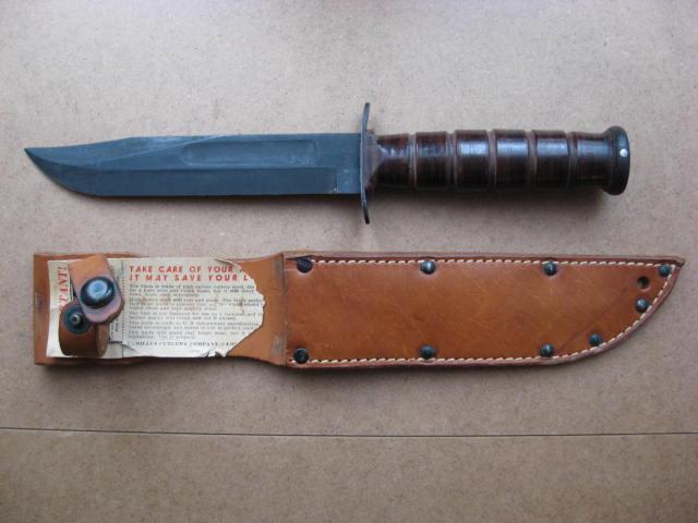 Poignards et couteaux US WWII - Page 16 Usmc_012