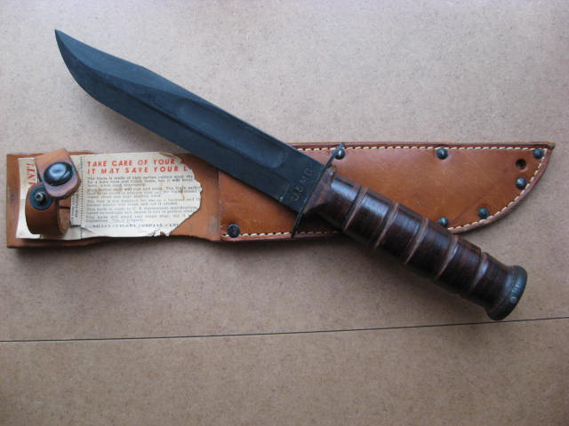 Poignards et couteaux US WWII - Page 16 Usmc_016