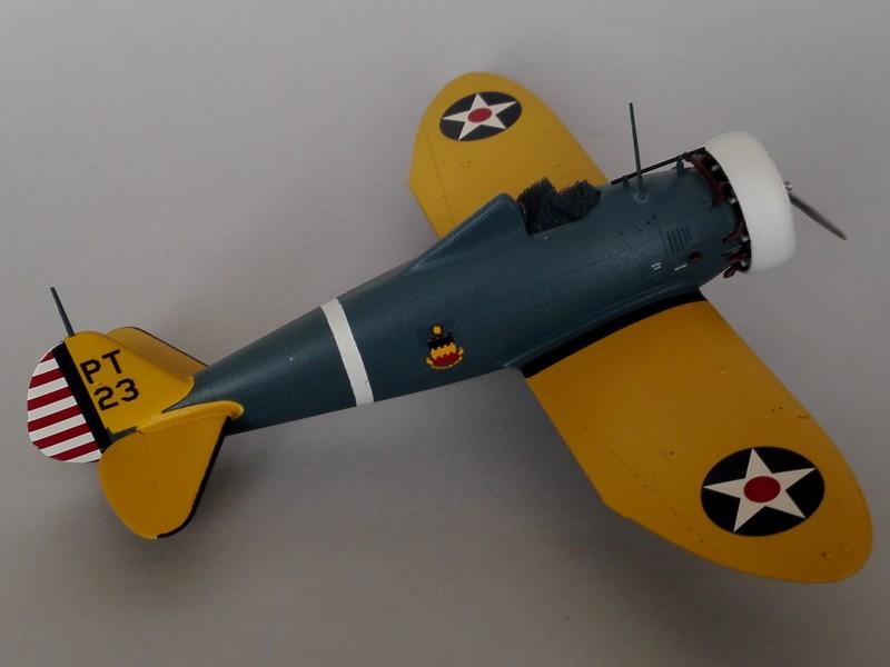 P-26 Peashooter Academy (et Starfighter decals) Mon2010