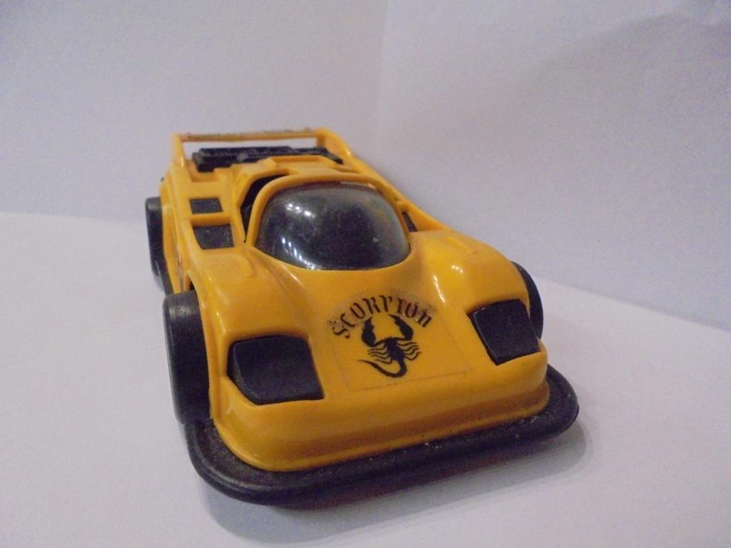voiture à friction et étincelles Dsc06812