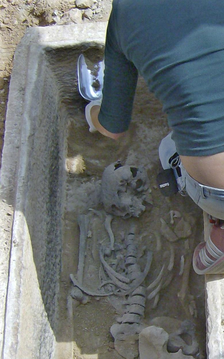 Τάφος του 4ου πΧ αιώνα στη Νέα Σμύρνη! Hpim4926