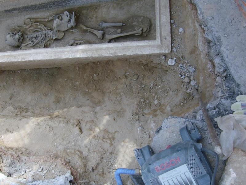 Τάφος του 4ου πΧ αιώνα στη Νέα Σμύρνη! Hpim5012