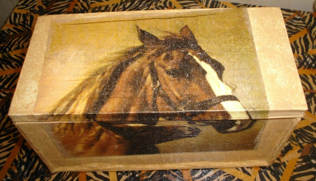 boites faites en carton ondulé (peintes ou serviettées) Boite_25