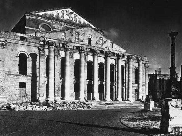 ARCHITECTURE : les frontons racontent une histoire 1943-r10