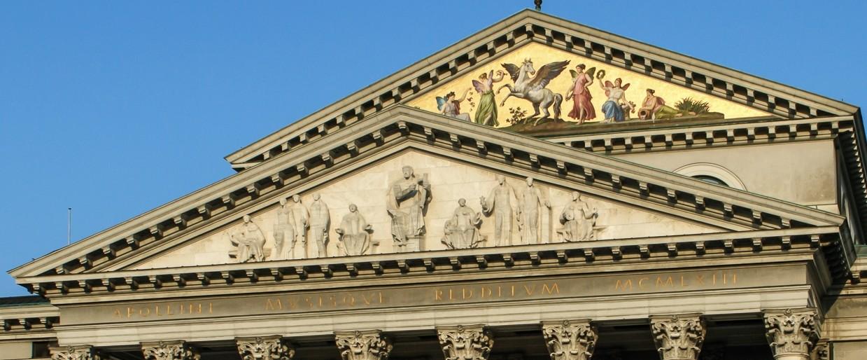 ARCHITECTURE : les frontons racontent une histoire Bayeri11