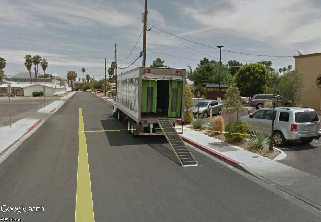STREET VIEW : un camion où l'on voit ce qu'il se passe dans la remorque Camion10