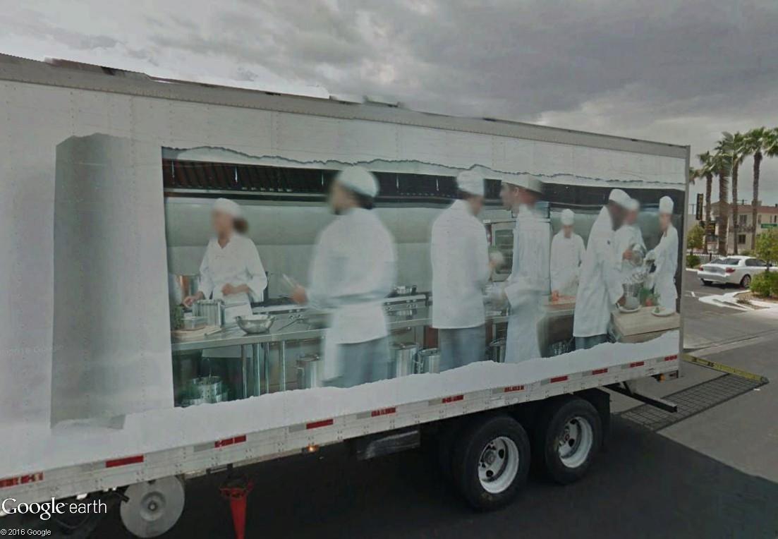 STREET VIEW : un camion où l'on voit ce qu'il se passe dans la remorque Camion11