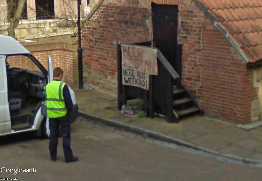 STREET VIEW : un homme désappointé... Dysapo10
