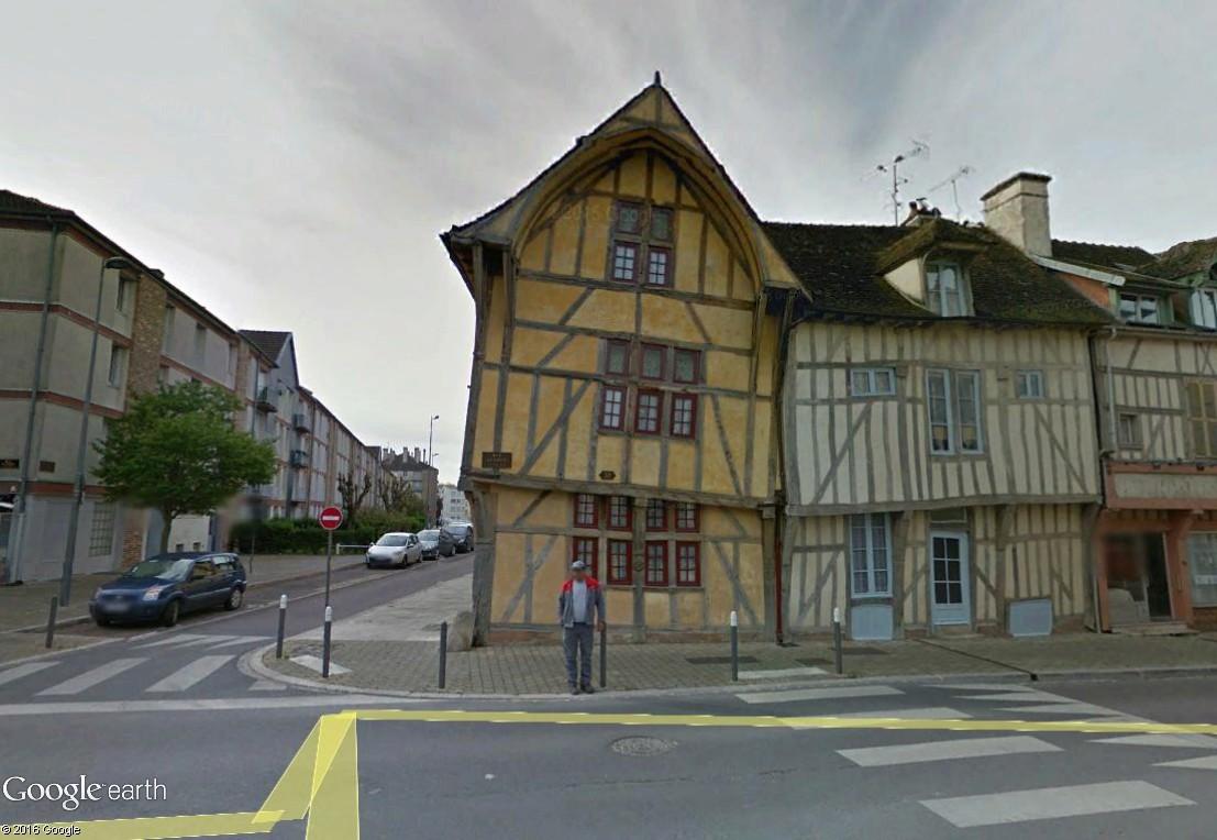 """Les constructions et monuments """"penchés"""" - Page 3 Maison11"""