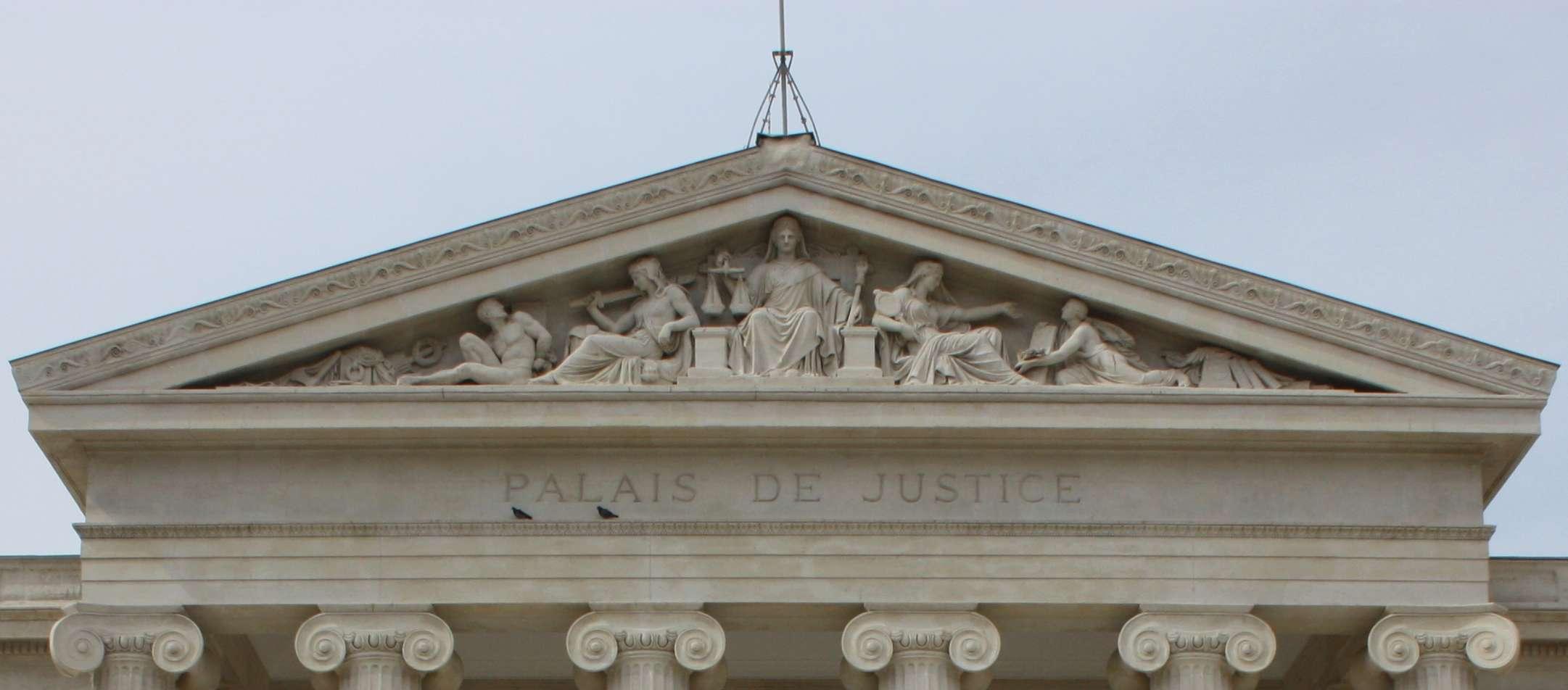 ARCHITECTURE : les frontons racontent une histoire - Page 2 Palais12