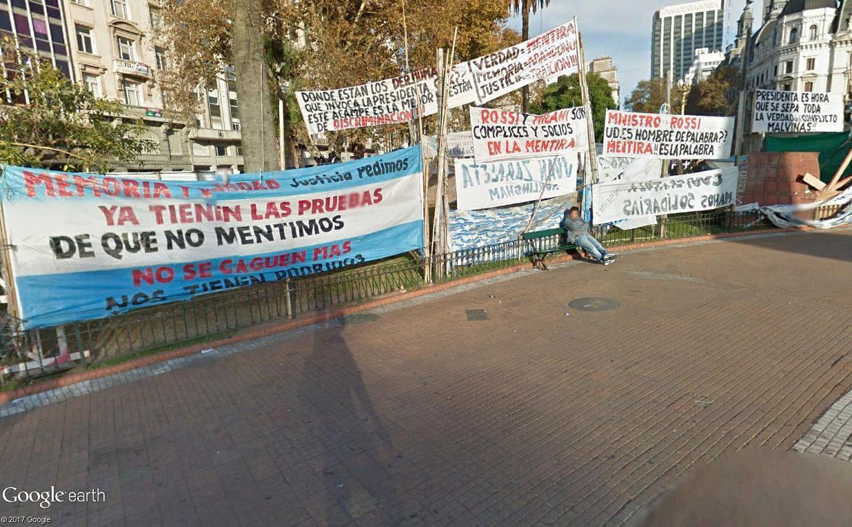 """STREET VIEW: les manifestations dans le Monde vues de la caméra des """"Google Cars"""" - Page 3 Plazad10"""