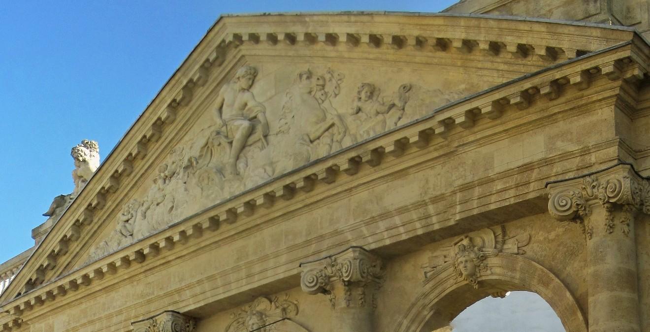 ARCHITECTURE : les frontons racontent une histoire - Page 2 Portiq11