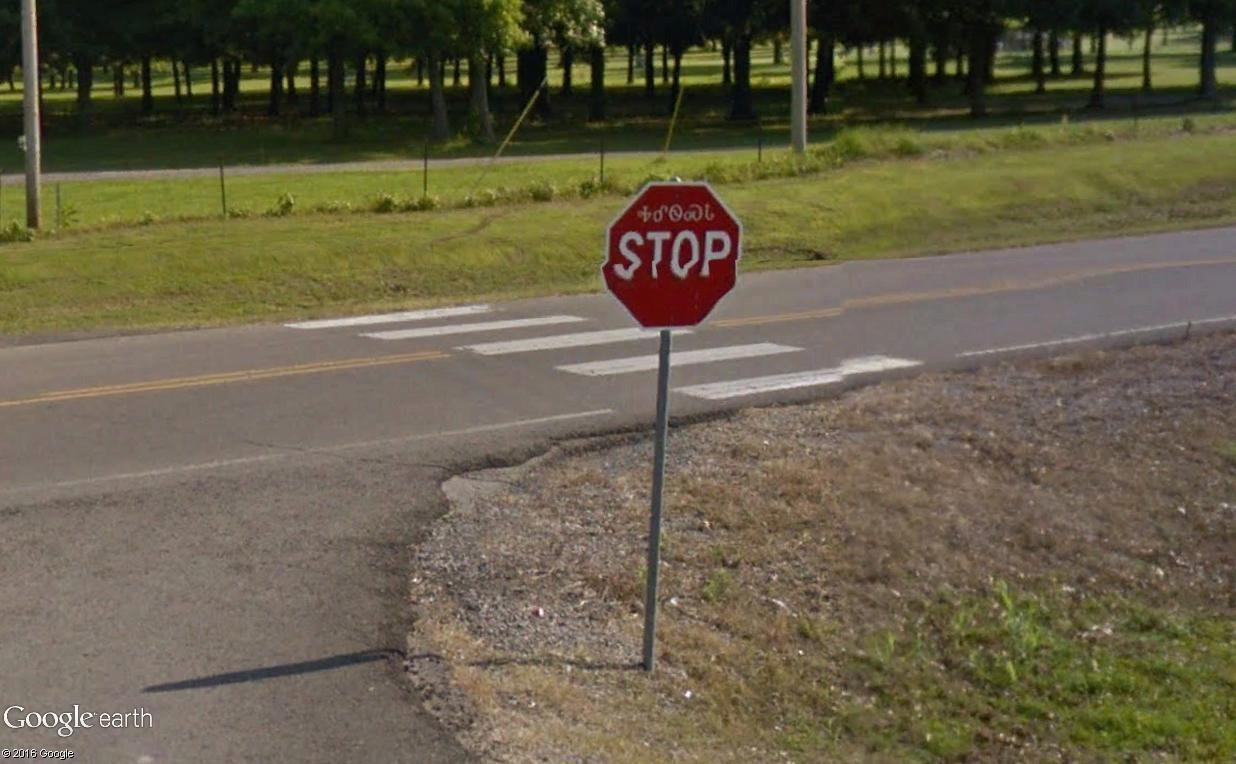 STREET VIEW : les panneaux routiers - Page 4 Stop_210