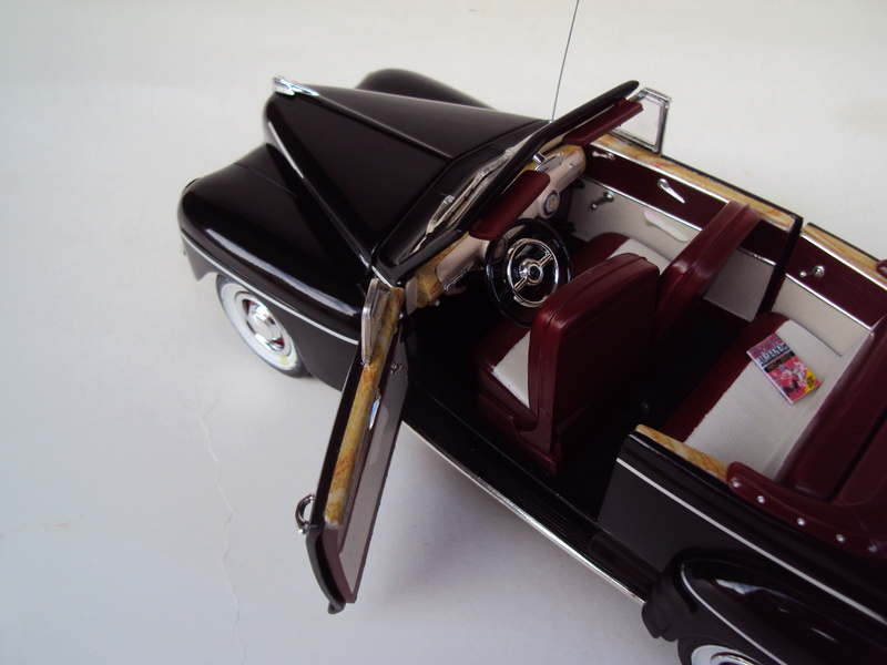 Ford 1946 convertible (Biff Tannen) Dsc02021