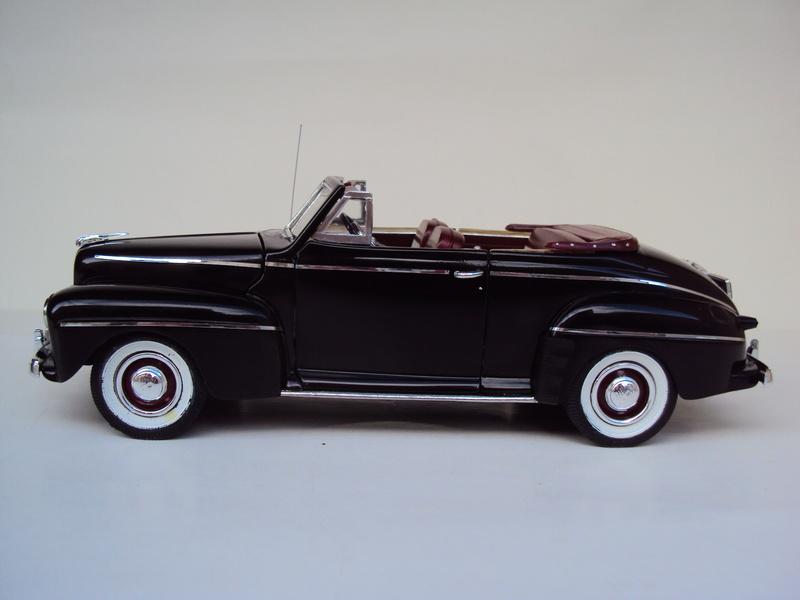 Ford 1946 convertible (Biff Tannen) Dsc02025