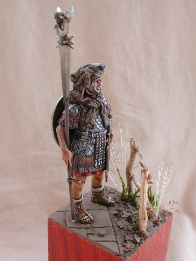 Aquilifer romain  Aquili12
