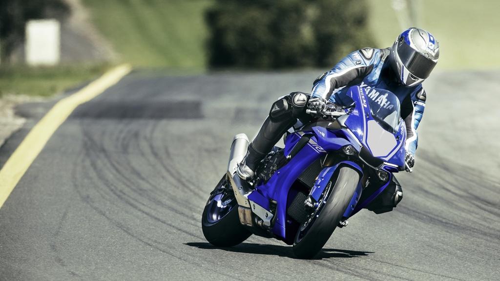 Yamaha R1 et R1M  Crossplane 2015 ( sujet numero3 ) - Page 8 2017-y15