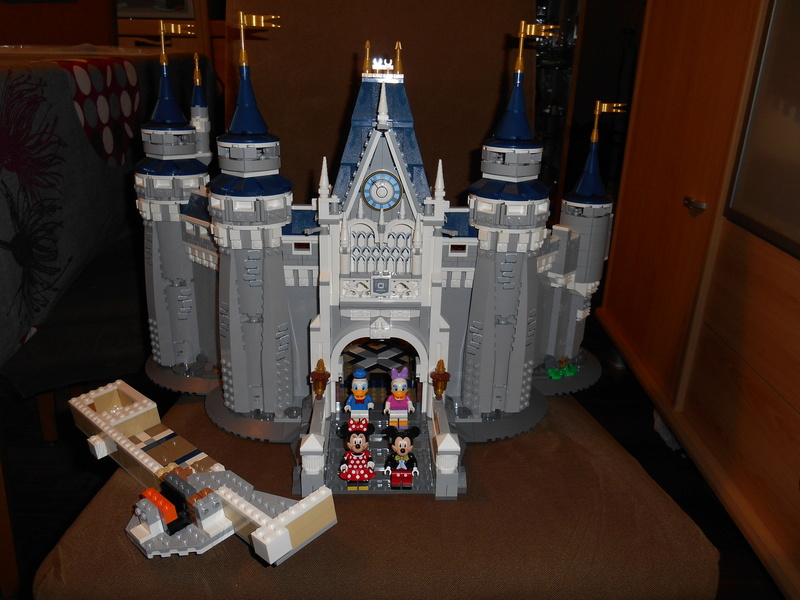 LEGO 71040 Chateau Disney Dscn4033