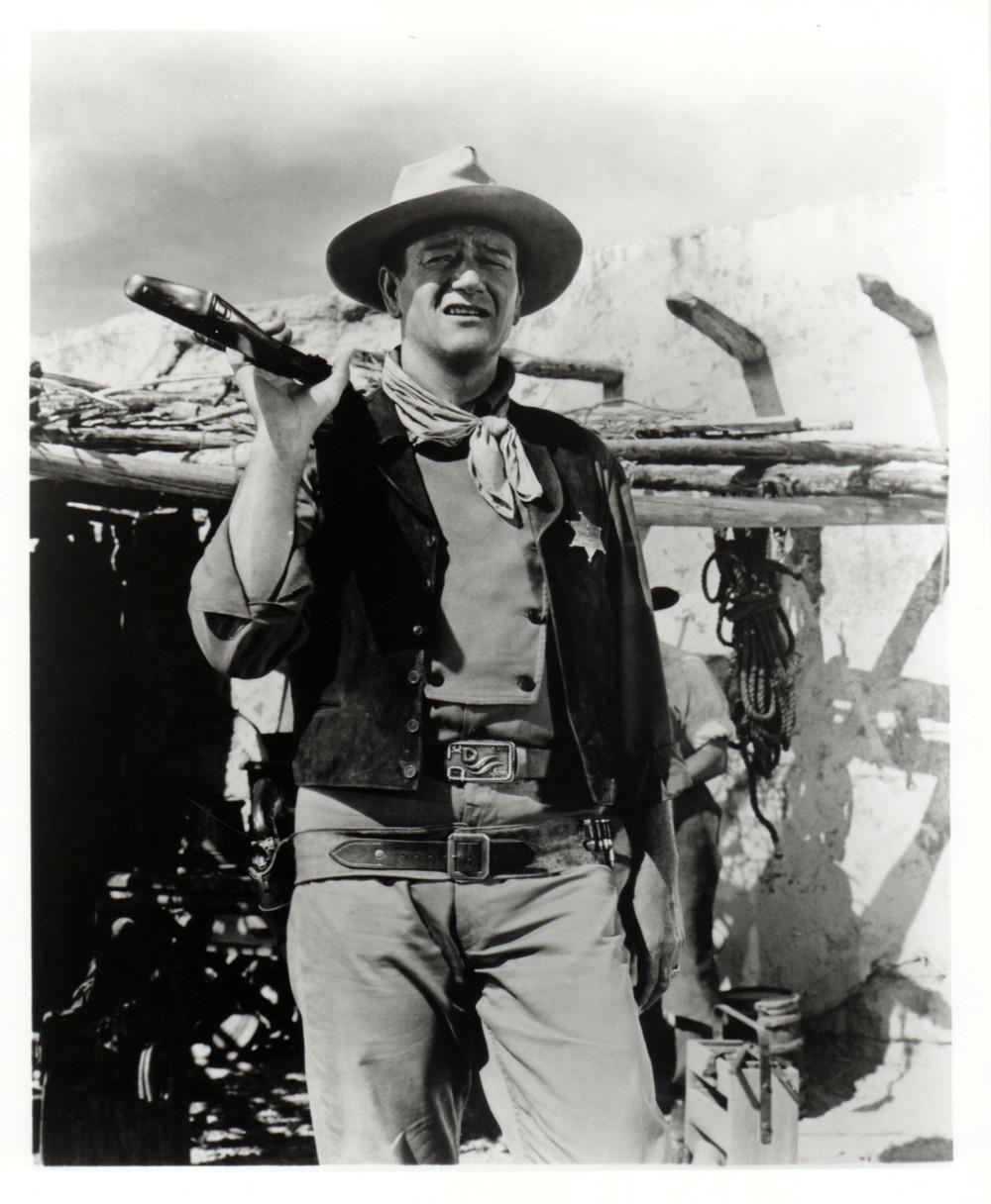 Rio Bravo - 1959 - Page 2 Duke_210