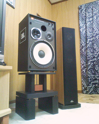 Pieds JBL 4312 mkII Img22110