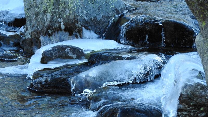 Quand le gel sculpte nos rivières Dscn4710