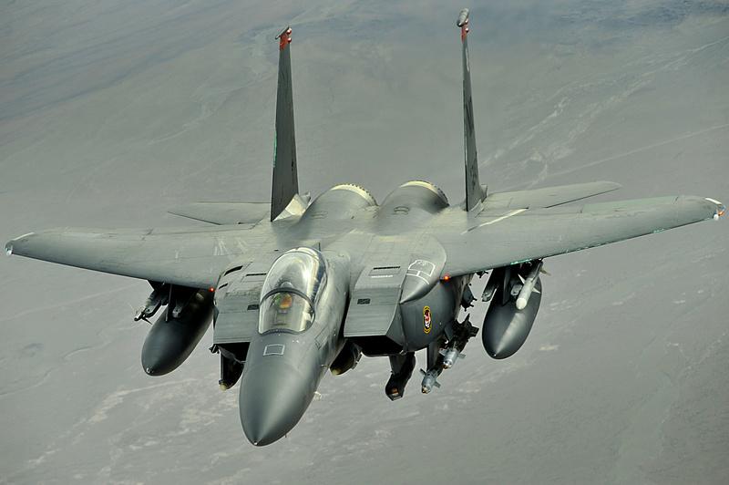 Para quem gosta de aviões - Página 4 F-15e_10