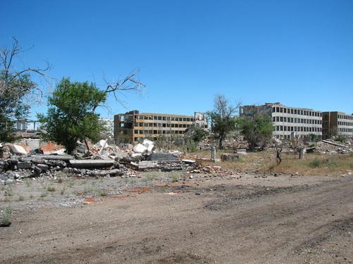 Complexe militaire abandonné au Kazakhstan - L'enquète commence...  :) 23975910
