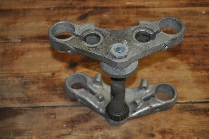 fourche R100R: dépose tubes plongeurs et fourreaux, comment faire ? - Page 2 31009410