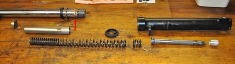 fourche R100R: dépose tubes plongeurs et fourreaux, comment faire ? - Page 2 Dsc_0018