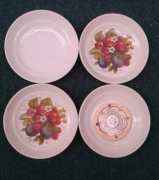CL Fruit Design & Gold edge on  Apollo is Cake Plate/Server Peaches, Pears, Strawberries d997 Fruit_10