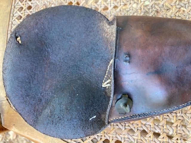Deux étuis pistolets sortis de grenier à identifier  15453910