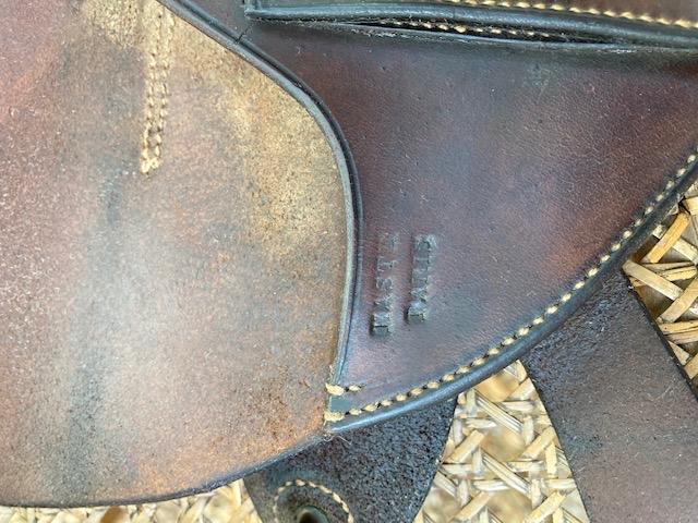 Deux étuis pistolets sortis de grenier à identifier  16b36610