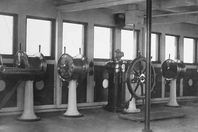 RMS Titanic 1:144 - Seite 10 Komman10